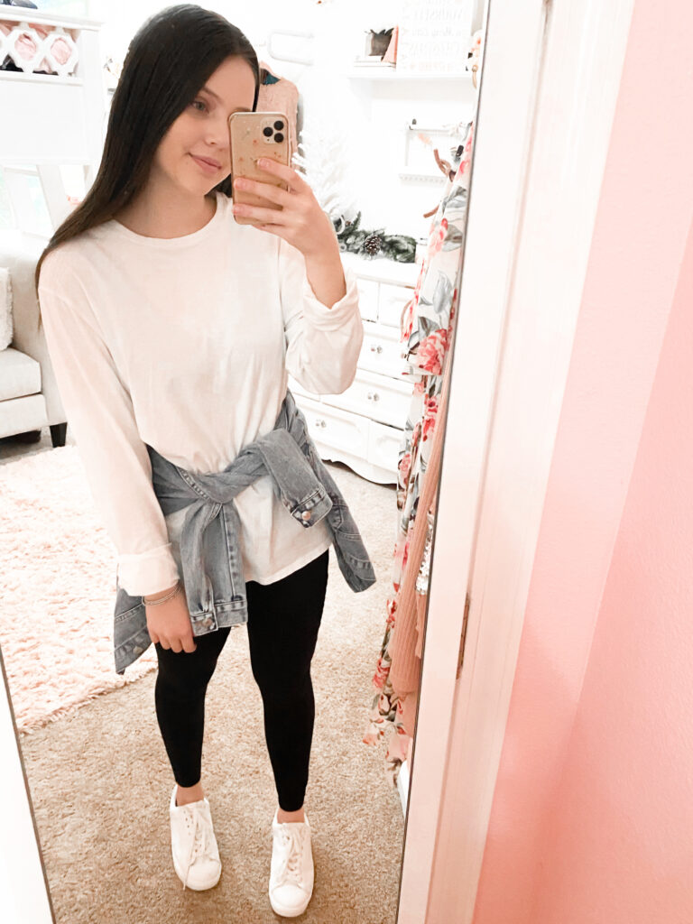 white tee and black leggings outfit idea
