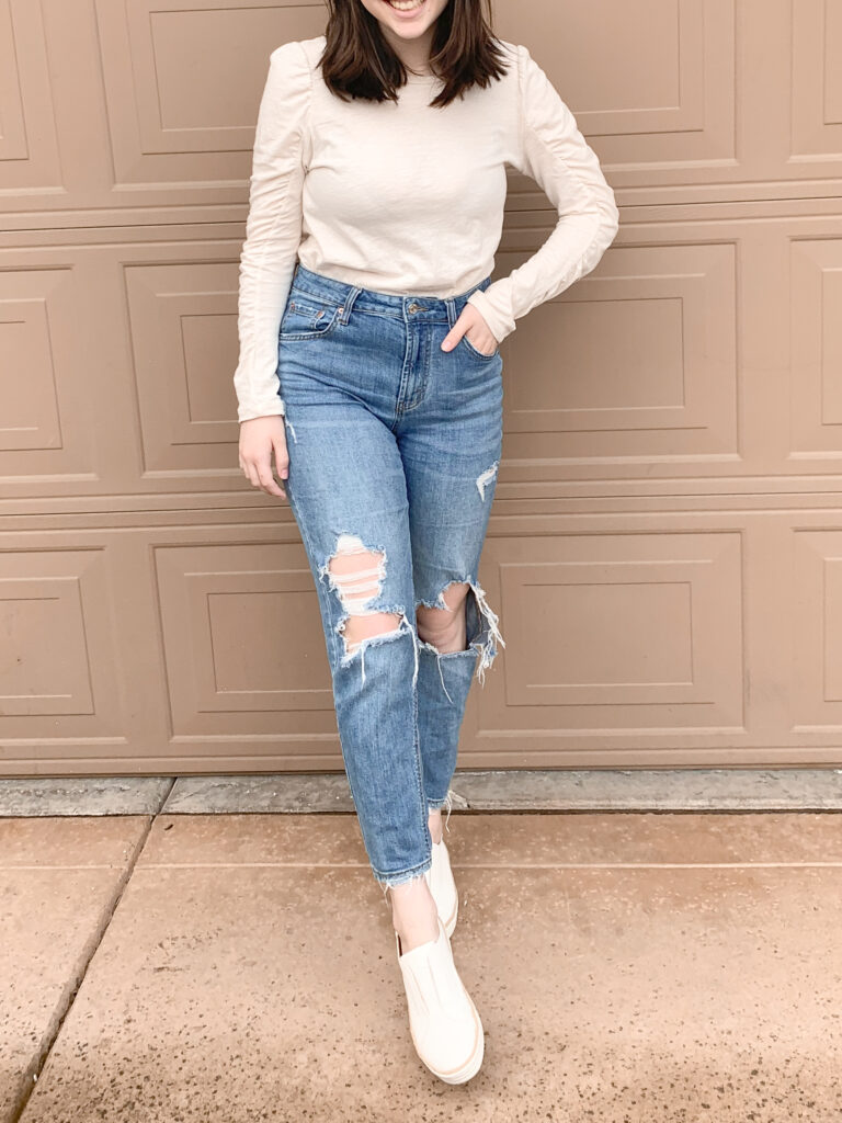 basic outfit with jeans and sneakers