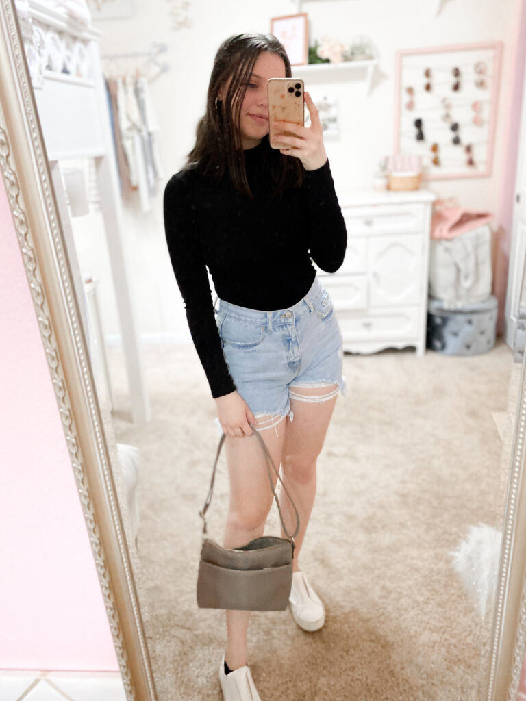 Basic Outfit With Shorts And Sneakers