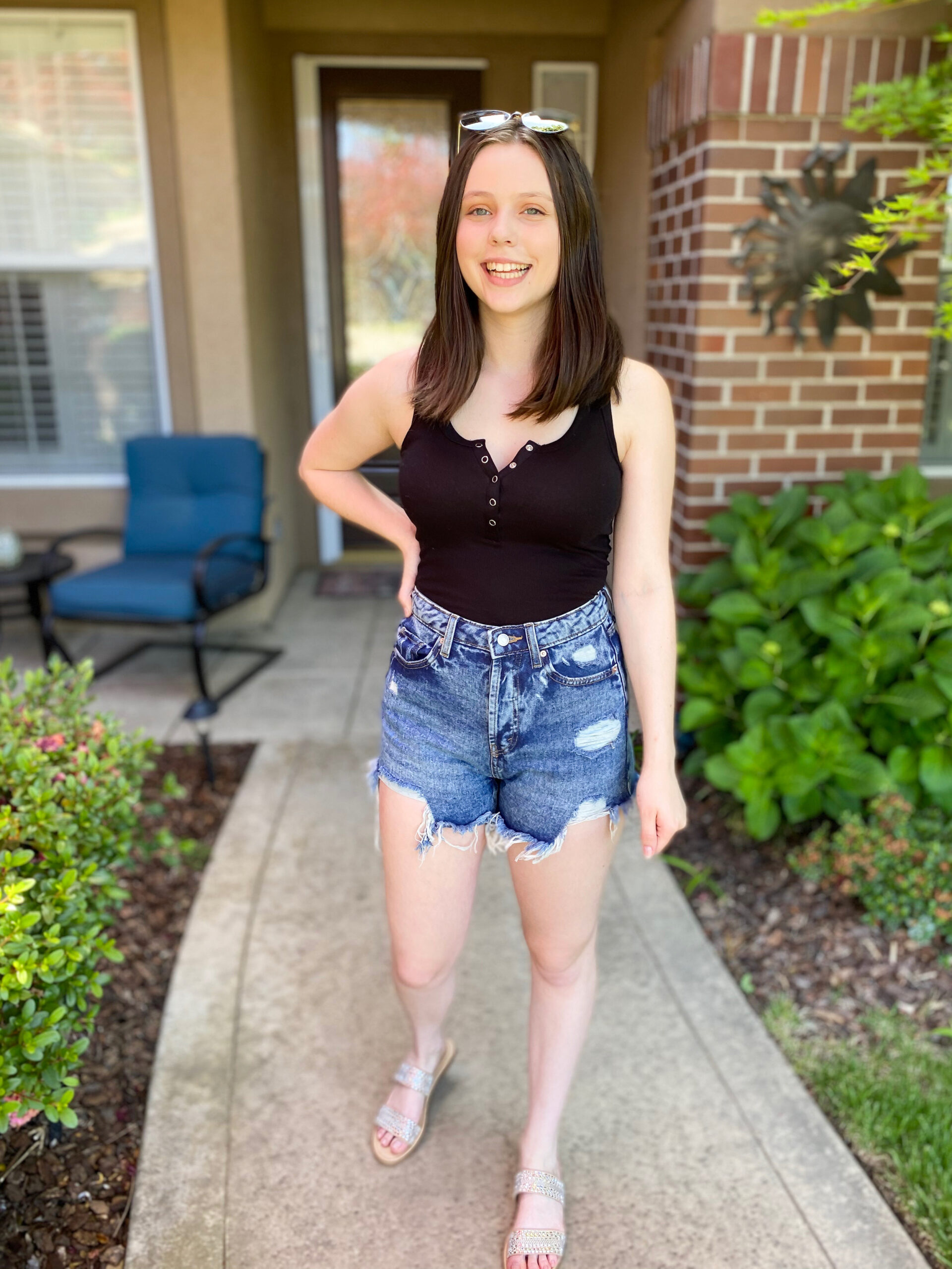 black-tank-and-short-summer-outfit